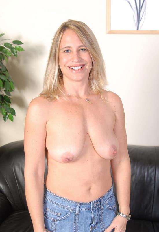 Natural saggy tits