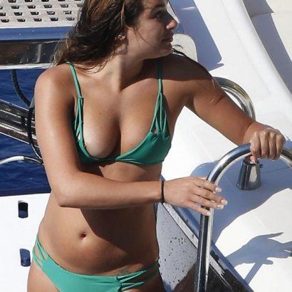 Bikini Nipslip girl