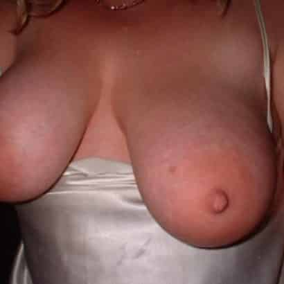 Giant tits getting flashed