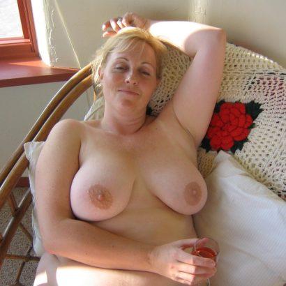 Blonde Milf titty pics