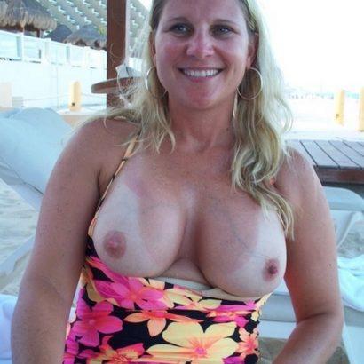 Blonde milf Boobs Pics