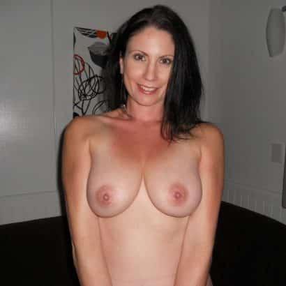 darkhaired big boobies
