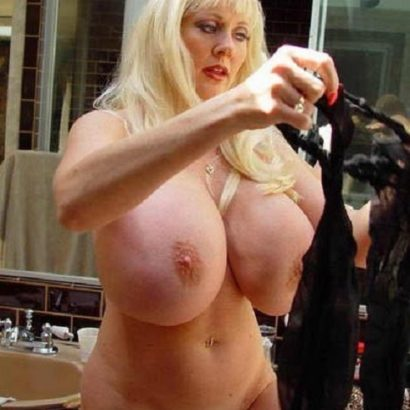 Milf Pornstar beautiful breasts (1)
