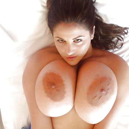 Teen showing her big areolas