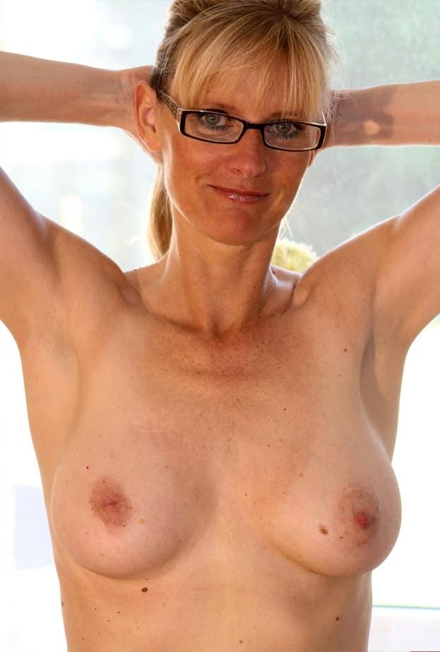 Milf Kleine Brüste